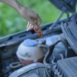 エンジンルームの甘い香りは冷却水の漏れが原因