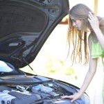 車から「ゴムが焼ける臭い」がしたときの原因と対処法