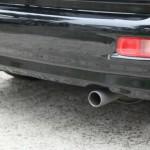 車内に排気ガスの臭いがしたら注意が必要