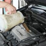 エンジンオイルの減りが激しいときは漏れている可能性が高い