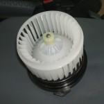 車のエアコンをONにすると異音がする!故障の原因と修理費用