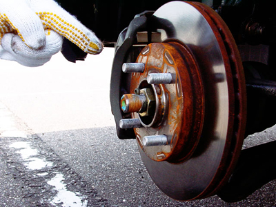 タイヤのナットがつぶれてしまったときの対処法