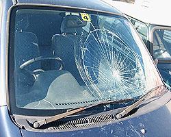 車のガラスが割れてしまったときの対処法