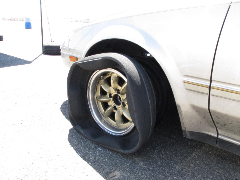 タイヤがバーストする原因「スタンディングウェーブ現象」とは?