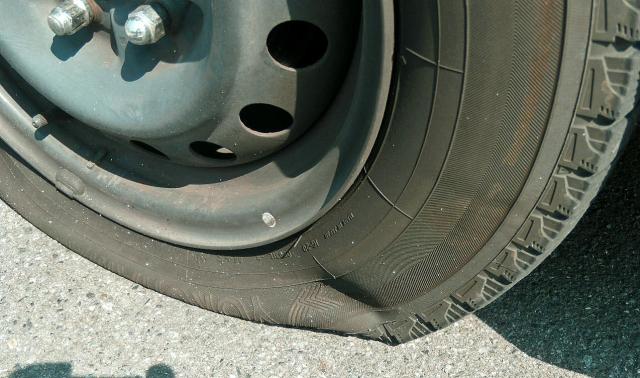 修理できる車のパンクとできないパンク