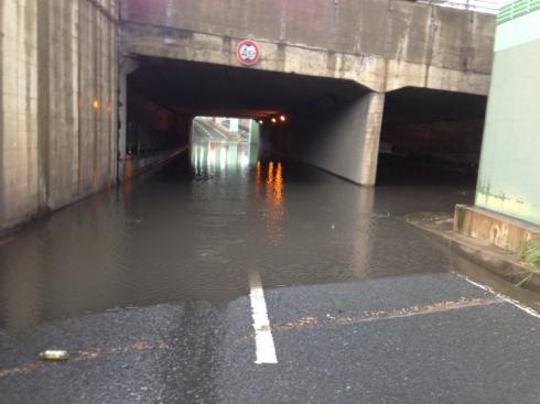 集中豪雨による道路の増水に注意